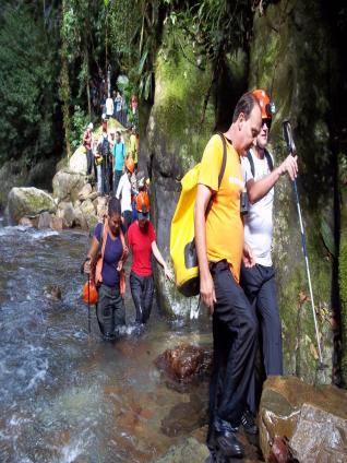 Atravessando o rio Petarí