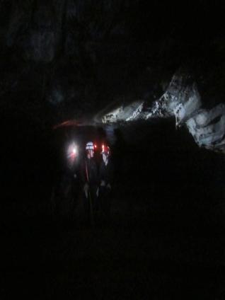 Luiz e Pri na caverna dos Paivas