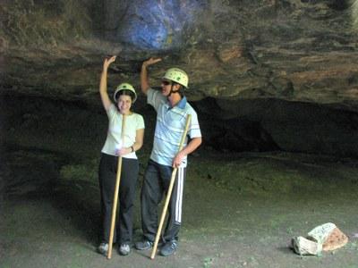 Segurando o teto da gruta Misteriosa